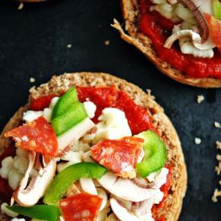 Freezer English Muffin Pizzas   make these healthy pizzas and freeze for easy dinners
